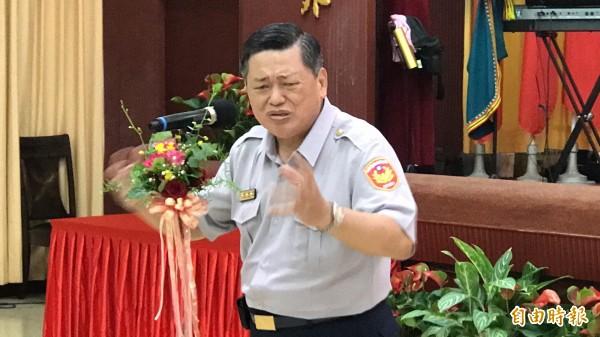 提早一年退休的高雄市警察局長何明洲今天在歡送會上感性致詞,他認為,自己最大的成就是去除「高雄式左轉」污名。(記者黃良傑攝)