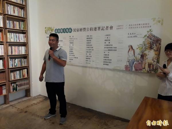 台南市民宿文化發展協會理事長周榮棠是公約重要推手之一。(記者洪瑞琴攝)