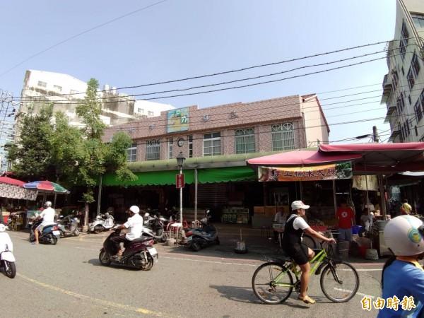 嘉義縣民雄鄉第一公有零售市場興建迄今超過50年,建物老舊。(記者曾迺強攝)