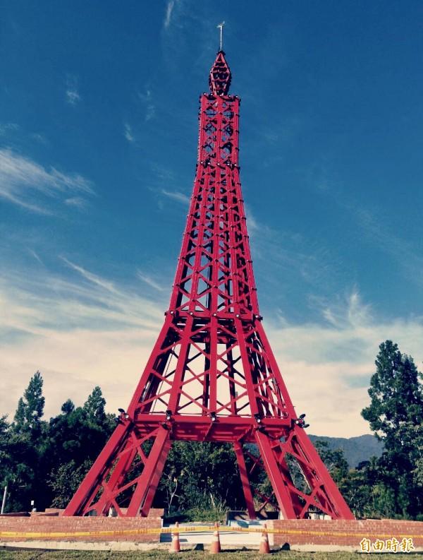 「巴陵鐵塔」第一期主體建築已完工亮相後,卻在網路被罵到翻,令公所始料未及。(記者李容萍攝)