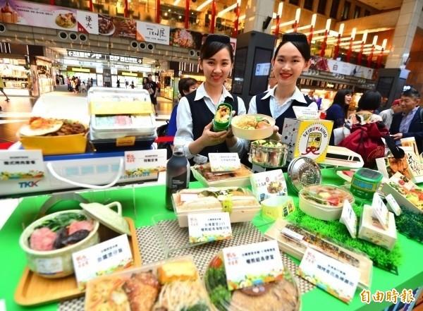 台鐵局第三屆鐵路便當節共有台灣、日本、韓國、瑞士共13家業者推25款國內外知名便當,包含瑞士冰河列車的馬特洪峰造型的巧克力便當、把飯裝進花枝裡面的花枝飯便當。(資料照)