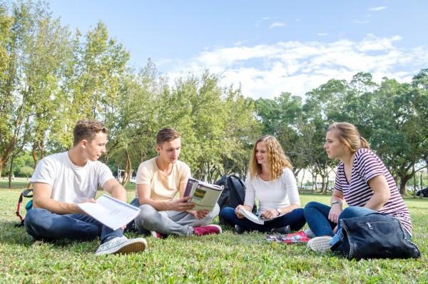 靜宜大學勇奪教育部「學海計畫」補助全國第一,校方同時打造國際化的學習環境。(靜宜大學提供)
