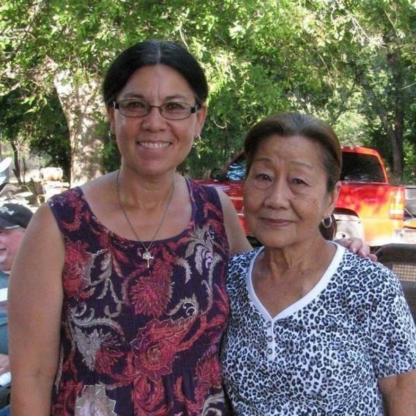 美籍台裔的Donna(左)女士母親(右)是宜蘭縣蘇澳人,Donna今天回到媽媽的故鄉蘇澳尋根,完成母親的遺願。(記者張議晨翻攝)