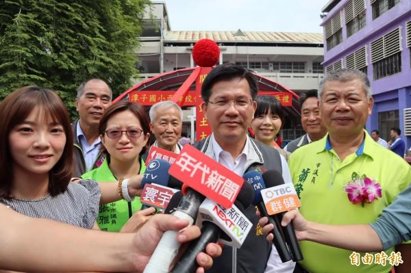 台中市長林佳龍表示,針對市府被取消東亞青年運動會主辦權,市府將於今天正式提出申覆,並呼籲國人團結作選手後盾。(記者歐素美攝)