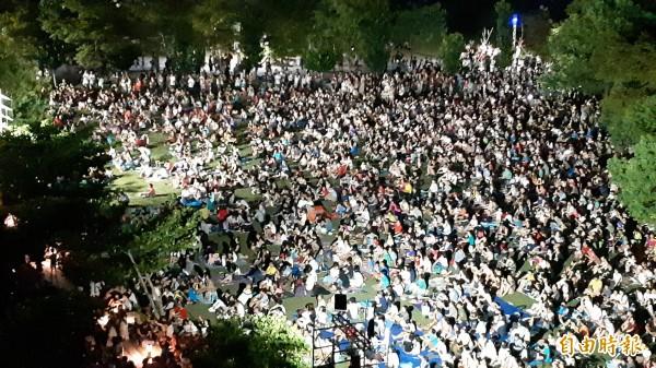 台東大學人滿為患。(記者黃明堂攝)