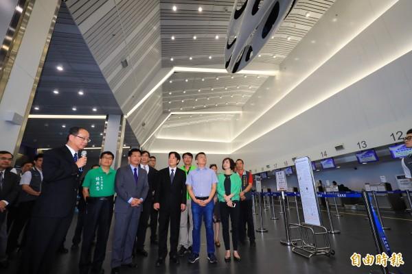 行政院長賴清德視察台中國際機場。(記者歐素美攝)
