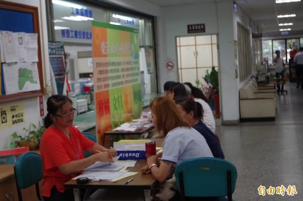 住宅補貼申請開跑,雲縣已有126人申請,申請日至8月31日止。(記者林國賢攝)