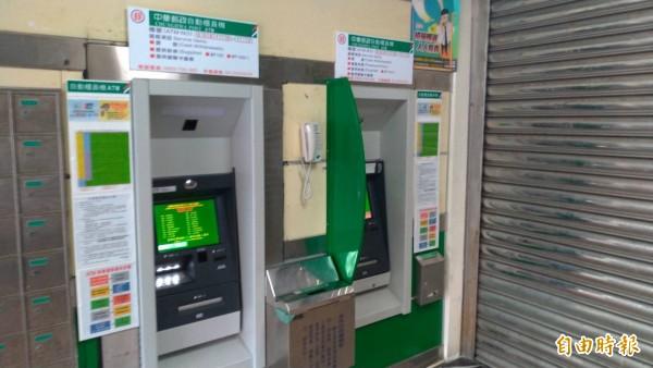 花蓮郵局市區內多處ATM今天下午2點大當機,一個小時後就恢復正常。(記者王錦義攝)