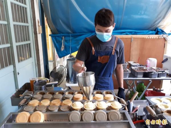 人氣口味「起司薯薯」是用馬鈴薯泥和起司做成,口感稍偏鹹味,但不膩口。(記者洪美秀攝)