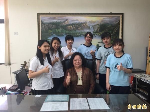 大學指考放榜,新竹女中統計包括個人申請和甄選,有6人錄取醫學系,相當不簡單。(記者洪美秀攝)
