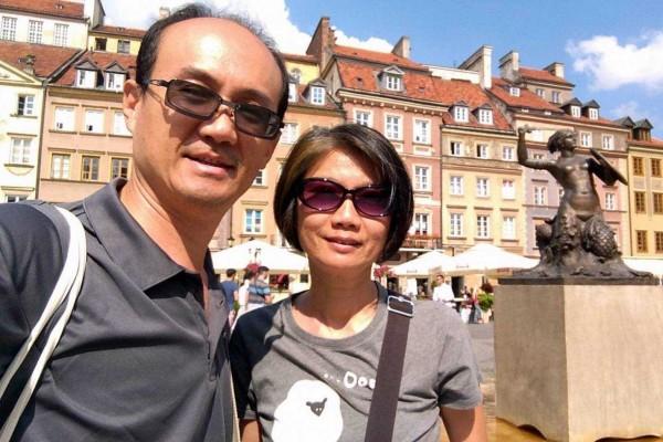 南投市平和國小英文老師李宏哲夫婦,在波蘭旅遊獲邀與波蘭總統喝下午茶,令夫婦倆终生難忘。(李宏哲提供)