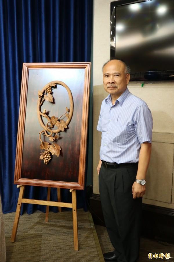 黃紗榮老師,為鹿港工藝大師,作品細膩精美,多次榮獲國內外大獎。(記者蘇芳禾攝)