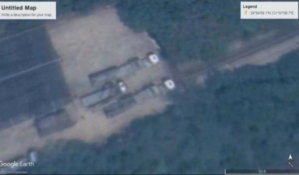 加拿大「漢和防務評論」雜誌總編輯平可夫在臉書發文指出,從衛星圖片可見,今年3月在桃園楊梅出現2部「新型發射車」。(擷取自平可夫臉書)