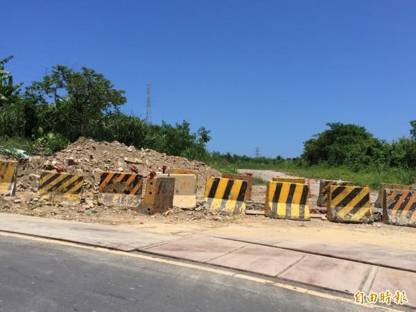 市議員質疑林務局反對保安林地開發面積,影響月眉路高架段與平面銜接。(記者盧賢秀攝)