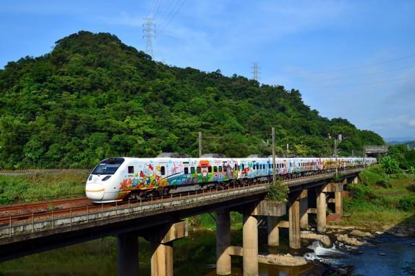 台鐵Hello Kitty彩繪列車,預計於明年2月前卸妝。(圖:台鐵局提供)