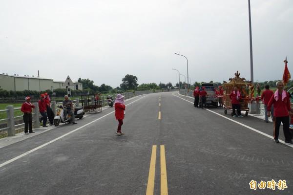 莿桐9號道路耗資4600萬元開闢,完工通車。(記者詹士弘攝)