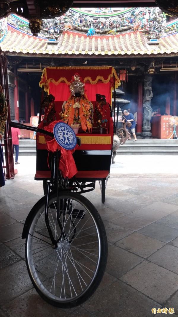 北港媽祖今年首度熱血單車環台。(記者廖淑玲攝)
