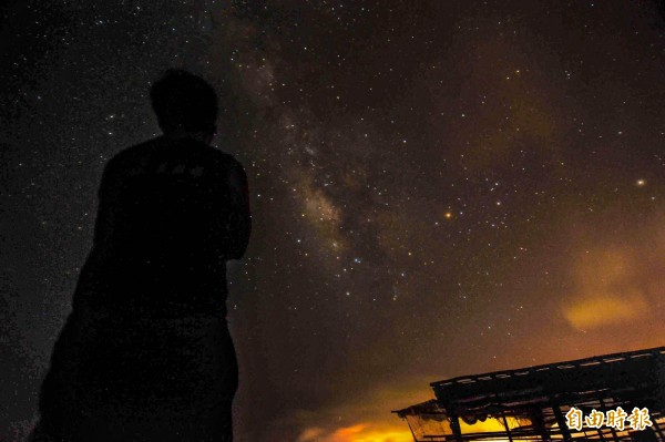 墾丁國家公園光害少,夏季賞銀河流星雨正熱門。(記者蔡宗憲攝)