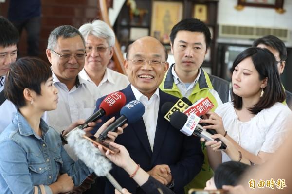 針對民進黨台北市長參選人姚文智與市議員高嘉瑜內鬨,蘇貞昌語重心長地說,大家都要努力選,並且注意市民們的反應。(記者俞肇福攝)