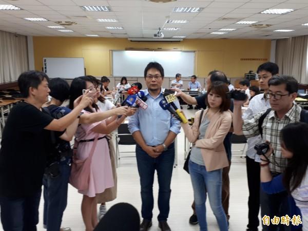 桃園市政府勞動局長王安邦希望勞資協商能取得共識。(記者謝武雄攝)