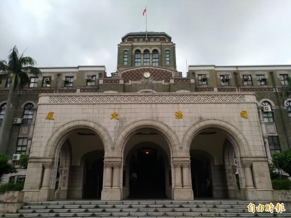 司法院大法官對6縣市政府提出的年改釋憲案,決議不受理。(記者吳政峰攝)
