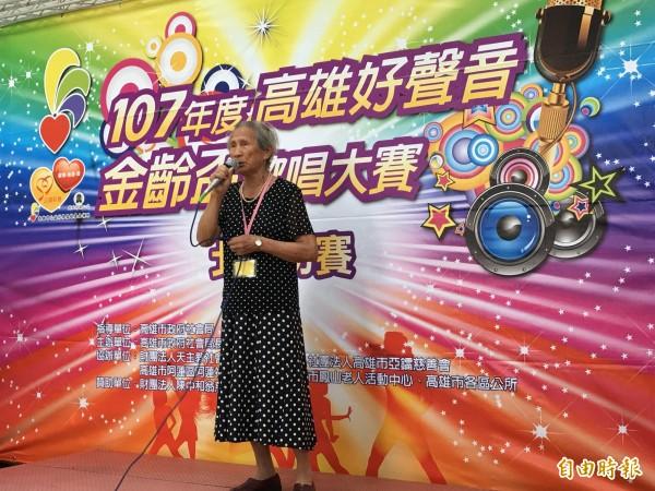陳金盃阿嬤(88歲)日文歌。(記者黃旭磊攝)