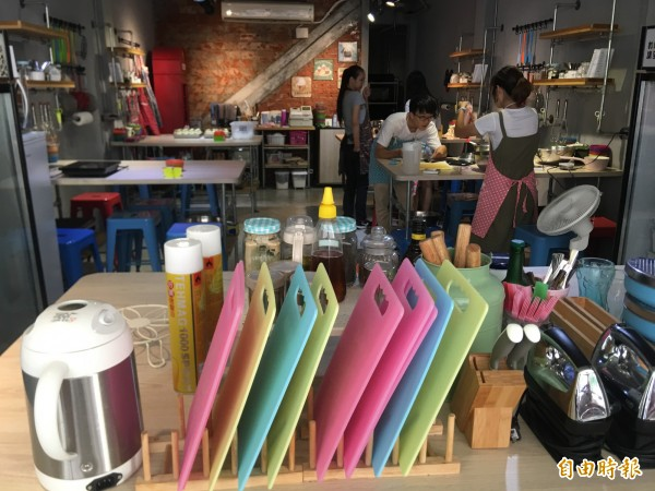 餐廳2樓設有「烘焙所在」提供烘焙DIY。(記者蔡淑媛攝)