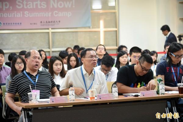 國立高雄科技大學創新創業教育中心舉辦新南向青年創業交流營隊,有來自8個國家、40位優秀青年及眾多創業提案。(記者張忠義攝)