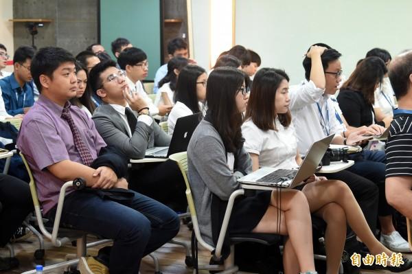 新南向青年創業交流營隊,來自11個國家遴選出8個國家、40位優秀青年。(記者張忠義攝)
