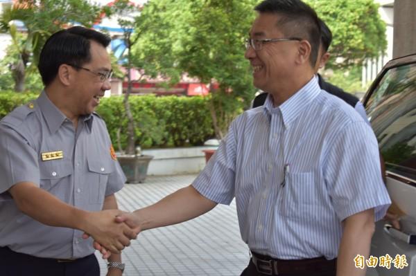 內政部長徐國勇(右)上任後首度視察中市警局。(記者張瑞楨攝)