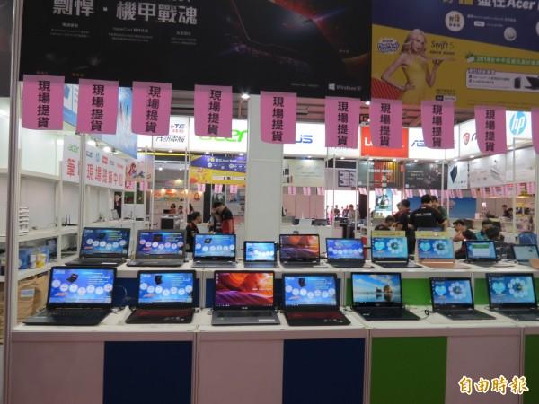 中區資訊展10日至13日在台中國際展覽館展出,有百家廠商、250個攤位(記者蘇金鳳攝)