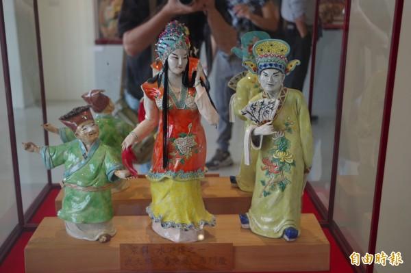 蔡顯勇交趾陶藝術特展展出50件精彩創作。(記者林國賢攝)