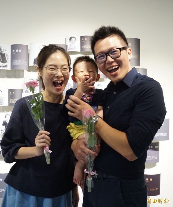 連長吳奕穎一家三口感情好、超級幸福。(記者蔡淑媛攝)