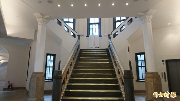 南美館1館古蹟棟內部空間配合與國立歷史博物館簽約儀式,首度對外開放。(記者劉婉君攝)