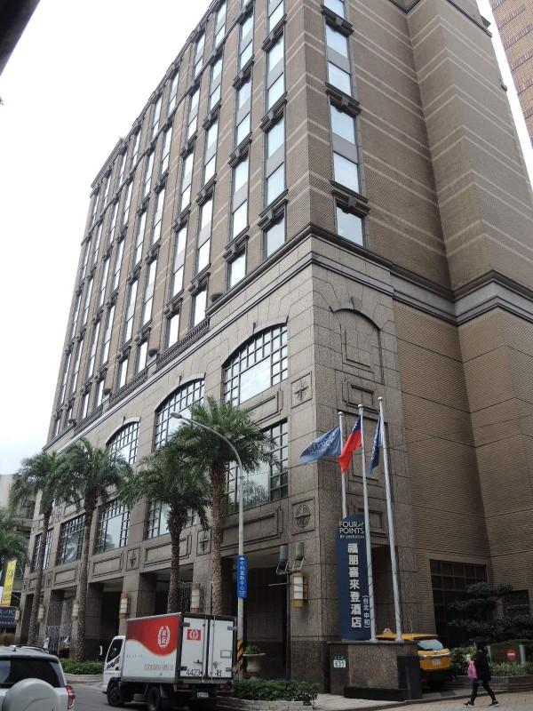 中和福朋喜來登酒店宣布與萬豪集團解約,支持電話不斷湧入。(記者翁聿煌攝)