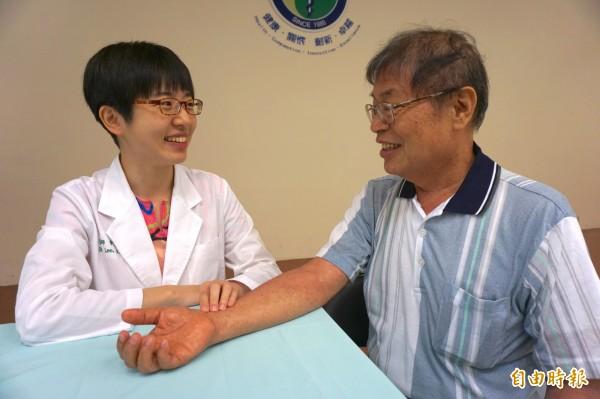 癌症患者應諮詢中醫師依體質、病症評估再使用。情境照,圖中人物與本文無關。(記者蔡淑媛攝)