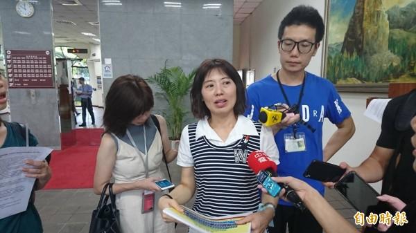 中華民國自閉症權益促進會秘書長林娟圩提及,希望政府能提供更充足照護人力,並建立轉銜機制,提供安置處所。(記者陳鈺馥攝)