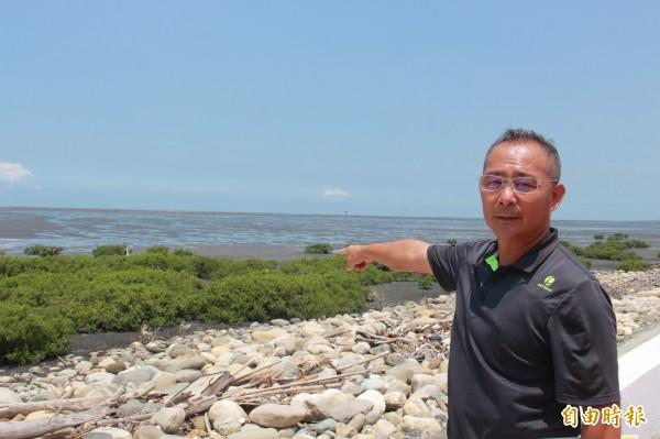 漢寶村長鄭鵬豐表示,成立彰化濕地前須要舉辦公聽會說明。(記者陳冠備攝)