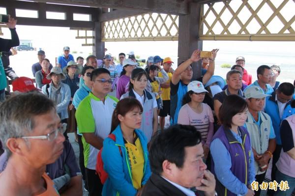 內政部營建署到彰化進行溼地會勘,當地鄉民、團體出席監督。(記者陳冠備攝)