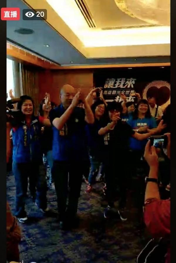 國民黨高市議員參選人陳若翠上午舉辦競選歌曲發表會,韓國瑜也到場致意(讀者提供)