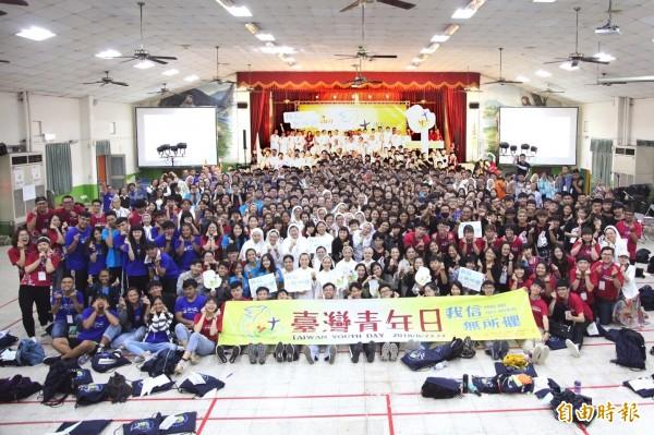 台灣國際青年日有來自十餘個國家、600多名青年齊聚土庫永年中學。(記者廖淑玲攝)