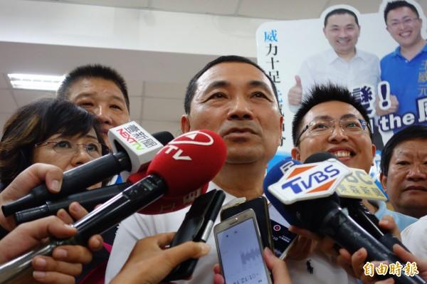 國民黨新北市長參選人侯友宜今早到三重區舉辦都更政策說明會。(記者葉冠妤攝)