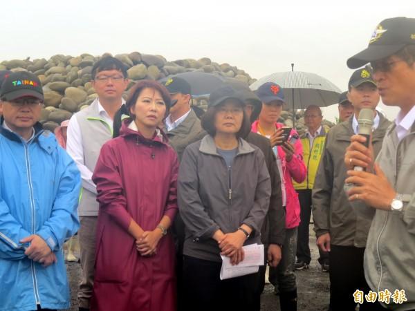 總統蔡英文今天到台南勘災。(記者蔡文居攝)