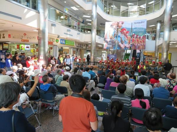青葉國小受邀到加拿大演出,吸引逾百人觀賞,全場熱烈迴響。(青葉國小提供)