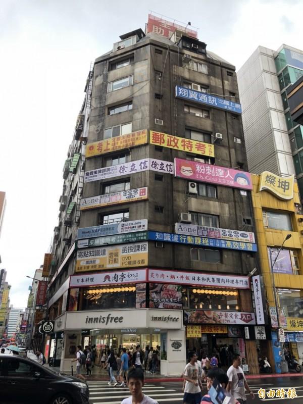美籍孫姓男子的刺青工作室隱身在此大樓。(記者王冠仁攝)