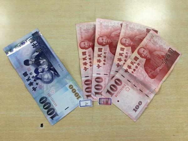 警方查扣現金1400元。(記者陳文嬋翻攝)