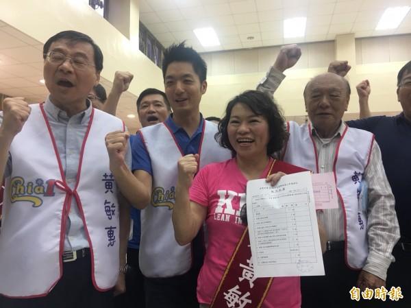 前嘉義市長黃敏惠完成參選市長登記。(記者蔡宗勳攝)