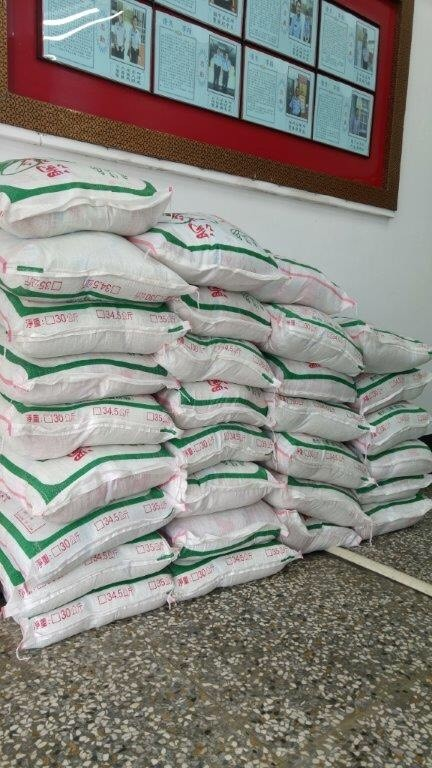 大批白米將分送弱勢家庭。(記者詹士弘翻攝)