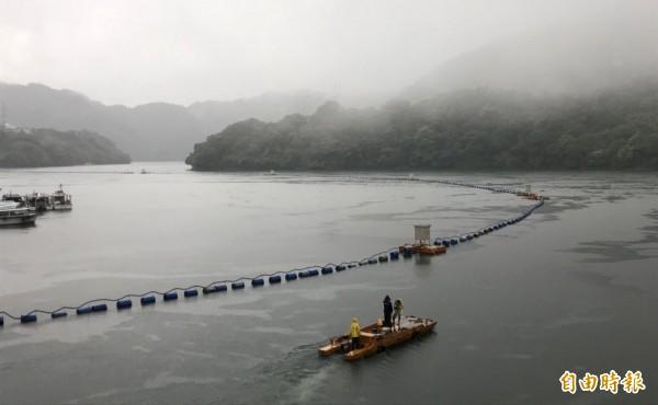 石門水庫集水區連日降雨,水位上升、蓄水率破9成。(記者李容萍攝)