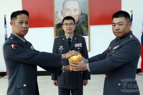 憲兵新任指揮官,由十軍團指揮官莫又銘中將(中)接任可能性最高。(軍聞社)